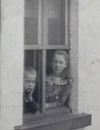 Jeanne Jonnaert - aan het venster